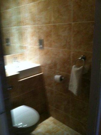 The Waterside Hotel: Modern bathroom
