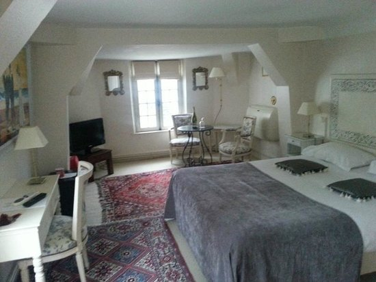 Hotel le Clos d'Amboise : The spacious room in the second building