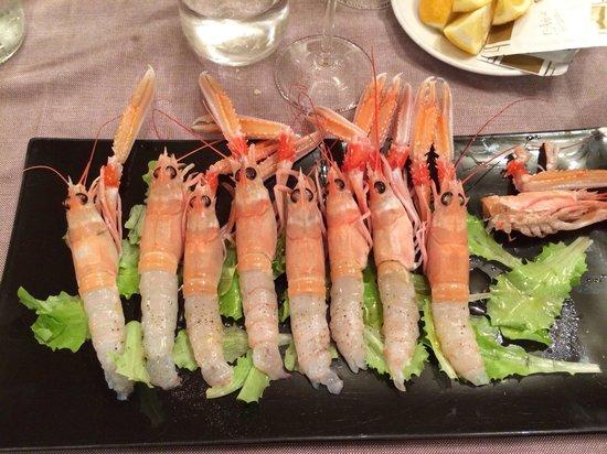 Albergo Trattoria Alle Castrette Restaurant: Antipasto di scampi crudi! Fantastico!