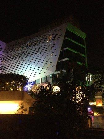 LiT BANGKOK Hotel : The Lit
