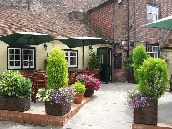 Ye Olde George Inn: Patio