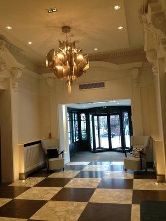 Hotel Mont-Blanc: Entrance lobby