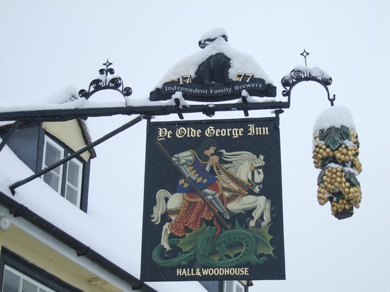 Ye Olde George Inn: Sign in the snow
