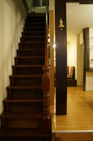 Windsor B&B -Hanguan : Staircase to the entrance