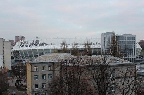 Dream Story Hostel : Вид из окна на НСК Олимпийский / View from the window to the Olympic stadium