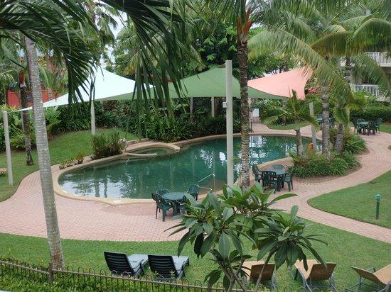 Cairns Beach Resort: Sparkling pool
