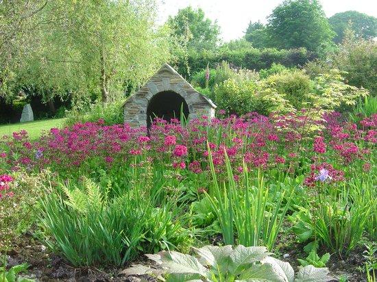 Hidden Valley Gardens: Iris Fairy Well