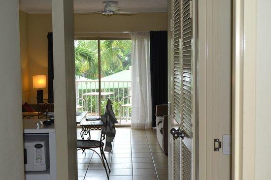 Cairns Beach Resort: Inside looking out