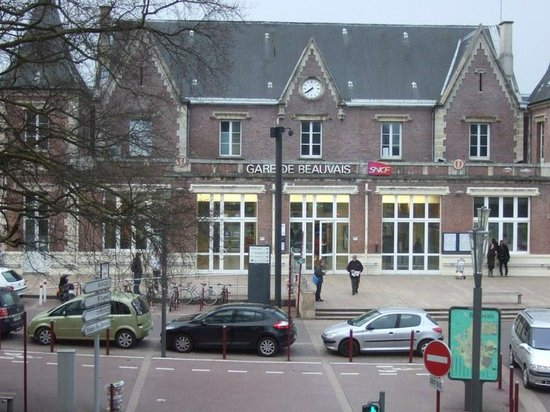 Le Chenal Hotel : You can see the train station from your room
