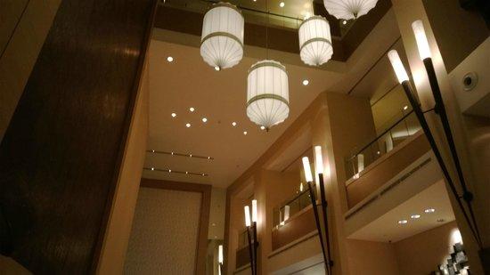 Address Dubai Mall: Lobby