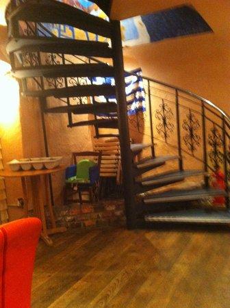 Kafeneon: Downstairs