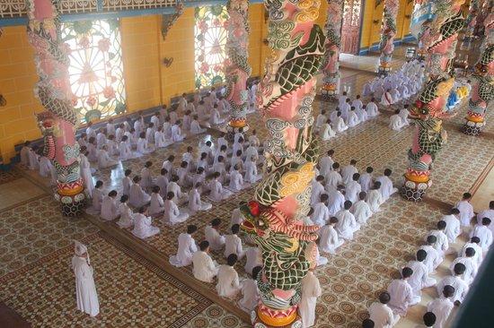Cao Dai Temple: Inside the temple