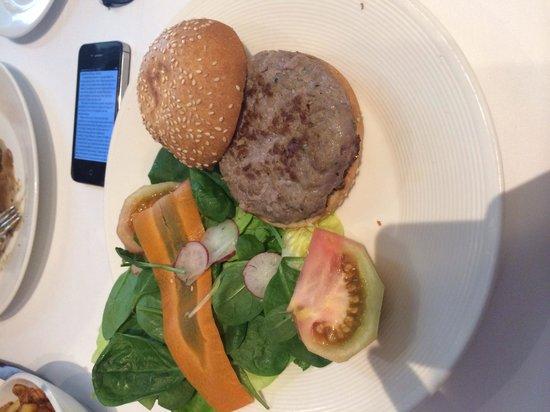 Attic Restaurant: Worst burger ever
