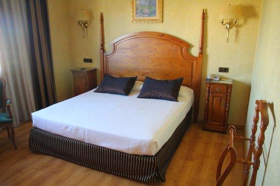 Salles Hotel Ciutat del Prat : Bed