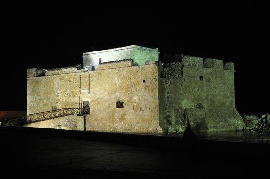 Paphos Harbour Castle: Ночной Харбор