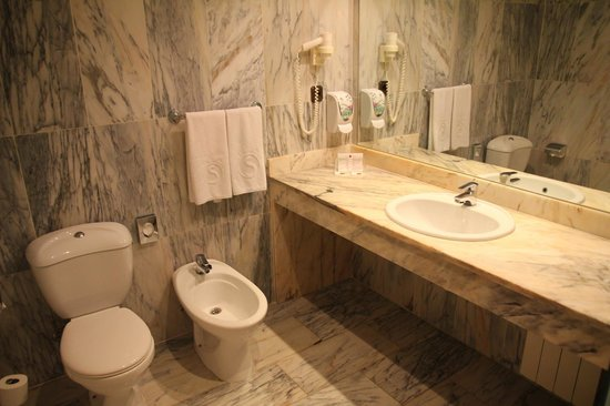 Salles Hotel Ciutat del Prat: Bathroom