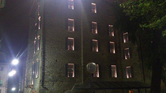 GombitHotel: вид на здание отеля