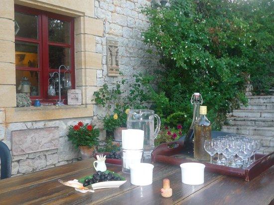 Chambres d'hotes Les Cedres de Lescaille: Un apéritif se prépare....