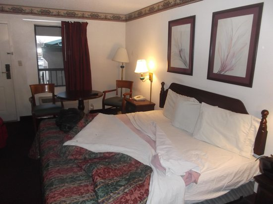 Country Hearth Inn Athens: Chambre 203 qui est acceptable - 15 janvier 2014.