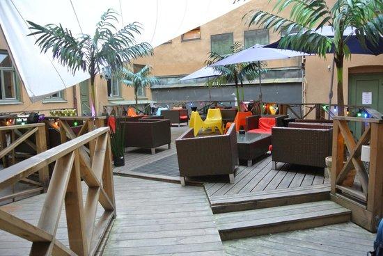 City Backpackers Hostel: terrasse