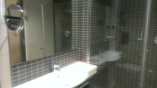 Axor Feria Hotel: Ванная комната
