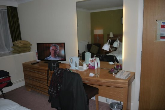 Crowne Plaza Chester : Dressing table