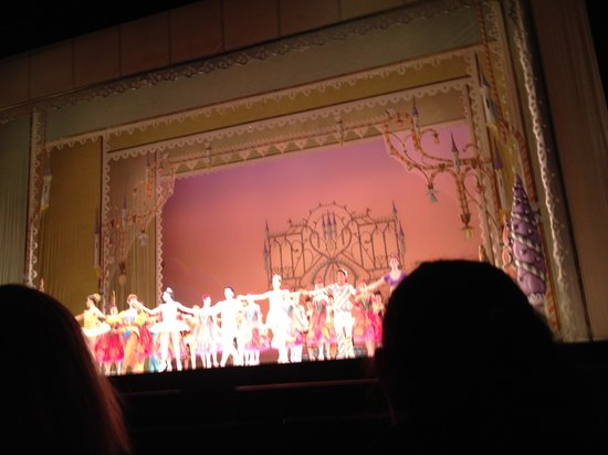Kravis Center for the Performing Arts: Last curtsey in the show