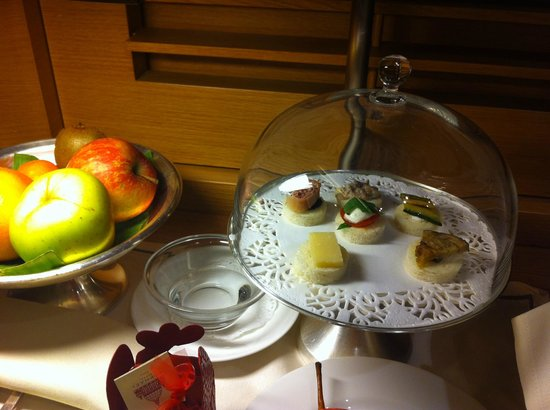 Hotel Raphael - Relais Chateaux: Check-in treats