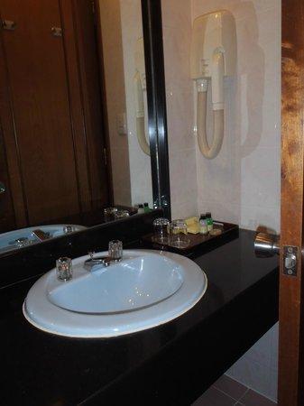 Bong Sen Hotel Saigon: Bathroom