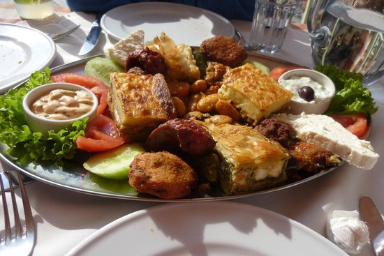 Arcadia Restaurant: Meza plate for two