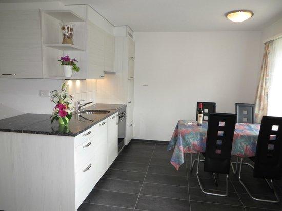 Apartment Azur: Küche 2 Zimmer