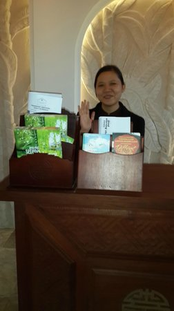 Hoi An Ancient House Village Resort and Spa : Friendly receptionist