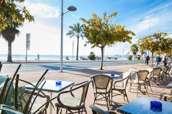 Caffe Riviera : TERRASSE BORD DE MER