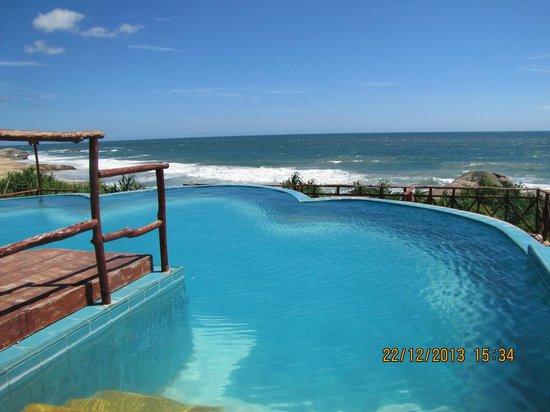 Kirinda Beach Resort : ocean view pool