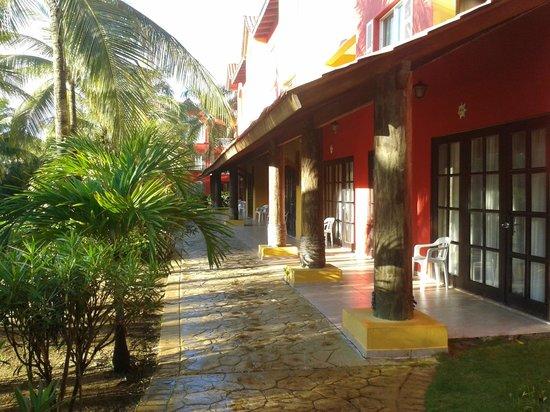 Tropical Princess Beach Resort & Spa: chambre face restaurant buffet