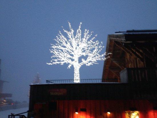 Mooserwirt - wahrscheinlich die schlechteste Skihutte am Arlberg: Nice lighting!