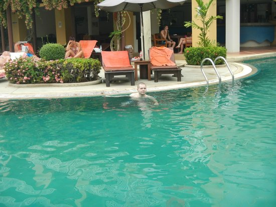 Thara Patong Beach Resort & Spa: бассейн