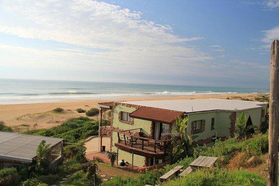 Island Vibe Jeffrey's Bay: Annex.  Beautiful beachfront
