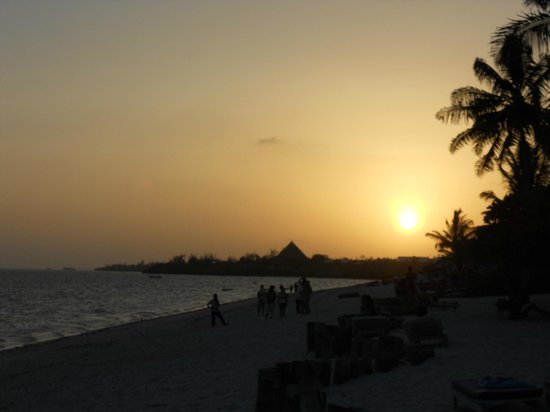 Jacaranda Beach Resort: tramonto in spiaggia jacaranda