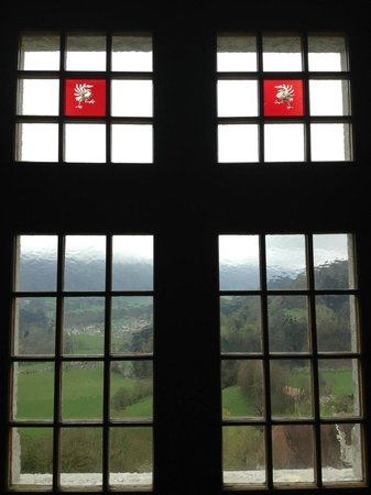 Castillo de Gruyères: Nice Stained Glass