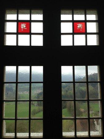 Castillo de Gruyères: Nice Stained Glass