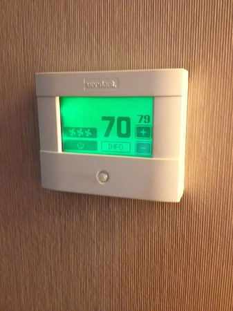Crowne Plaza Hotel Montreal Airport : the thermostat that does not tell the truth but if it did would not go above 72 anyway!!