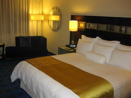Hong Kong SkyCity Marriott Hotel : Кровать