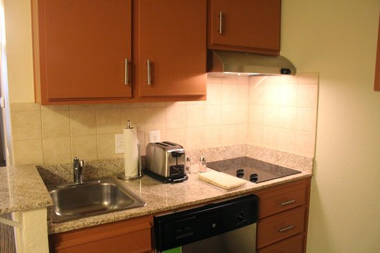 HYATT house Austin / Arboretum: Kitchen toaster and 2 burner stove