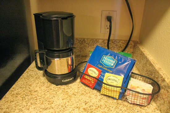 HYATT house Austin / Arboretum: Coffee machine in mini kitchen