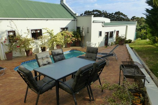 Peace Valley Guesthouse: Rear terrace and swimming pool