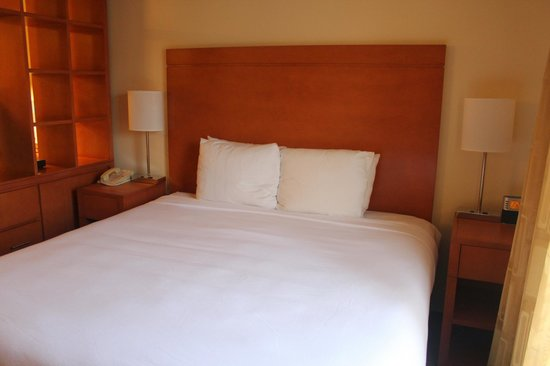 HYATT house Austin / Arboretum: Comfortable Bed