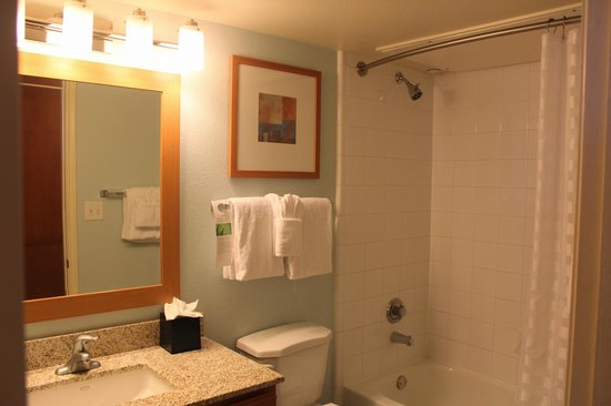 HYATT house Austin / Arboretum: Comfortable sized Bathroom