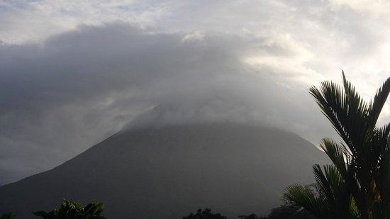 Volcano Lodge & Springs : volcano
