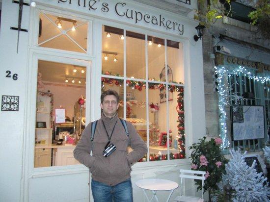 Bertie's CupCakery : у входа